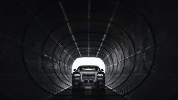 Rolls Royce in tunnel